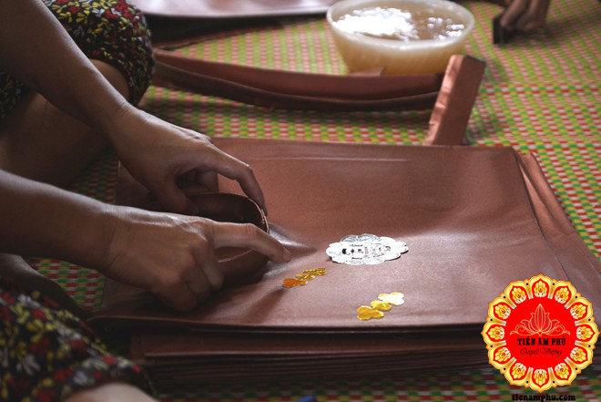làm quần áo người âm ở làng Vàng mã Bắc Ninh