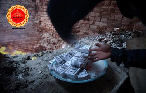 tiền đô la âm phủ được hóa sau khi cúng
