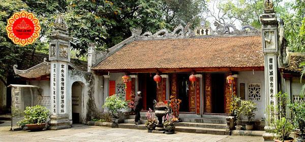 bên trong đền thờ thần Linh Lang