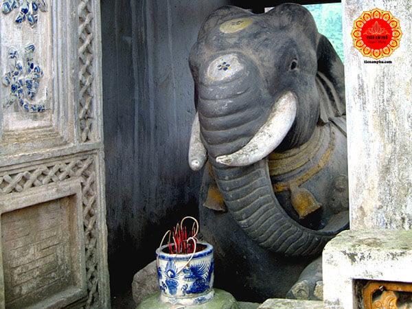 tượng voi phục trong thần Linh Lang