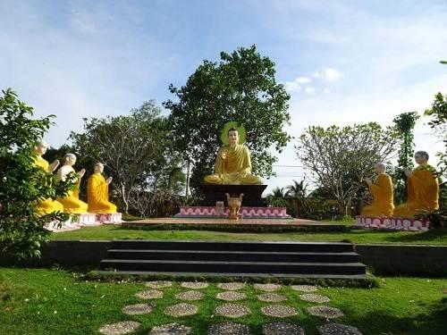 khuôn viên chùa gò kén