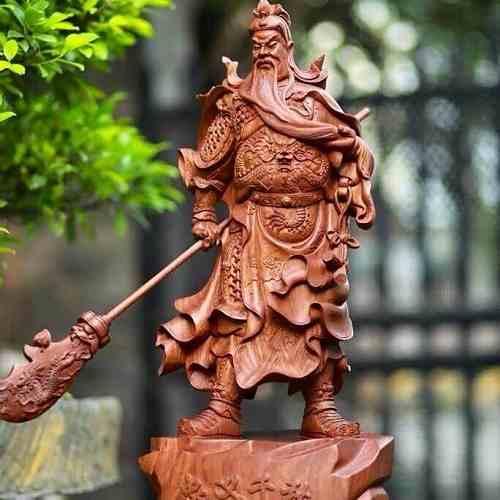 Tượng Quan Công cầm đao