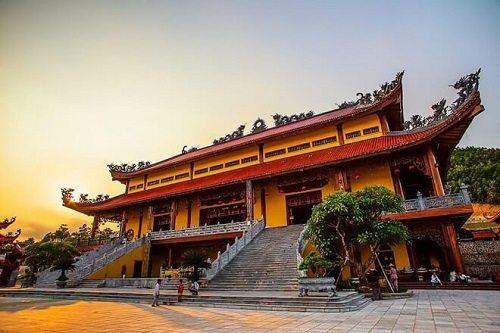 chính điện chùa ba vàng