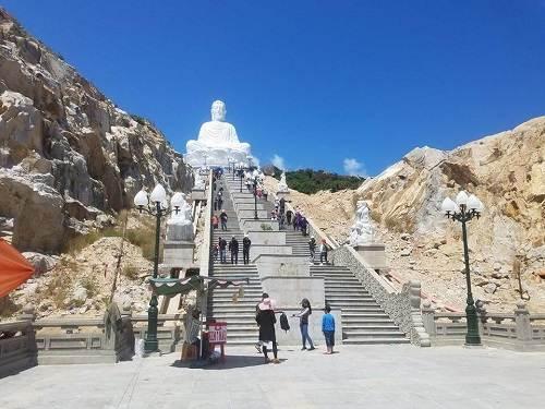 Chùa ông núi Bình Định bao nhiêu bậc thang