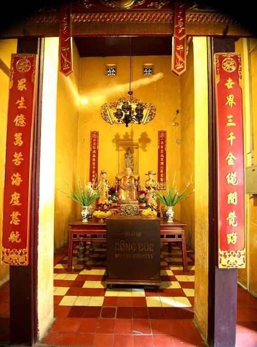 khu vực thờ lý quốc sư chùa quán sứ