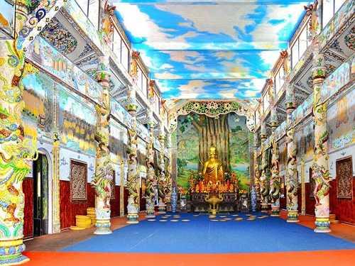 Khu chánh điện và Bảo tháp trong chùa Linh Phước