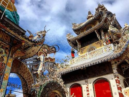 Đường đi tới chùa linh phước