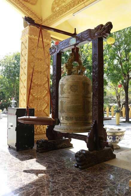 tháo chuống Thiền đường ở Thiền viện Phước Sơn