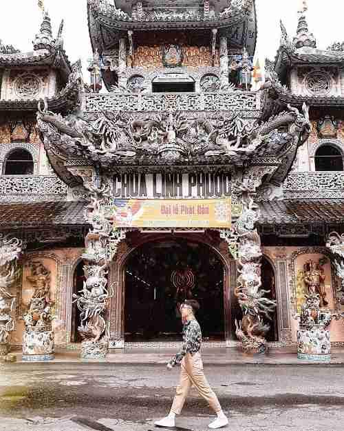 Cổng Tam quan chùa Linh Phước