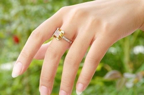 mệnh thổ đeo nhẫn màu gì
