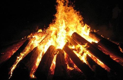 mệnh thổ bỏ bật lửa