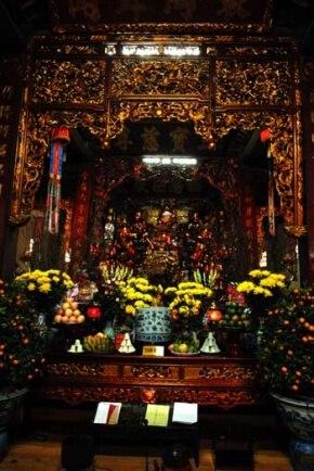 tam bảo chùa Liên Phái Hà Nội