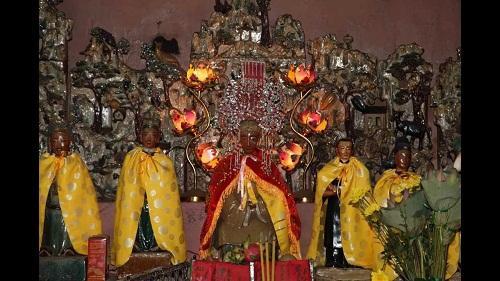 Nơi thờ 12 bà mụ trong chùa