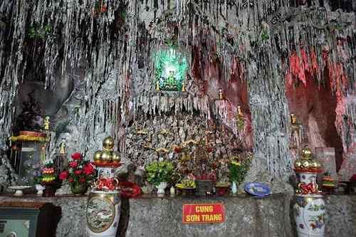 đường đi đến chùa Tam Thanh