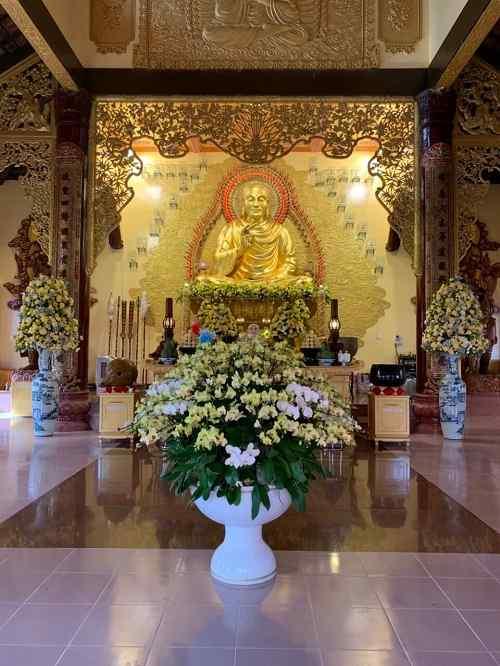 chính điện Chùa Long Hương