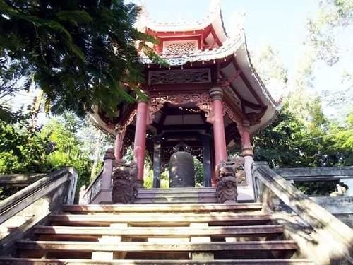 Tháp chuông chùa Long Sơn