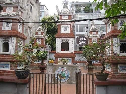 tháp trong chùa kim liên