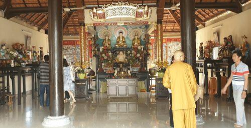 chính điện chùa long quang