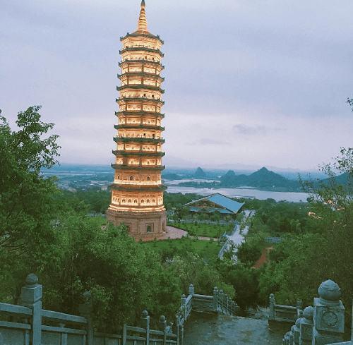 Tháp ở chùa Bái Đính