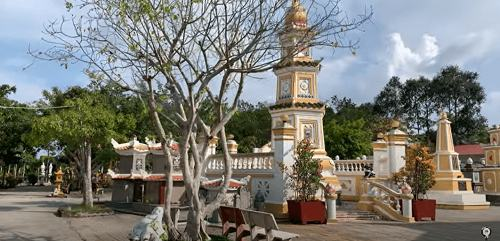 tháp chùa Long Quang