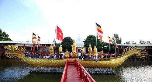 Thuyền Bát Nhã trong hồ nước chùa phật học 2