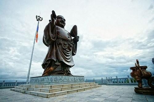 Tượng phật ở chùa Bái Đính