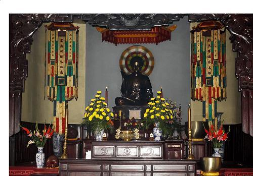 Chánh điện cổ kính của chùa Linh Sơn