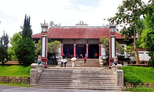 Vẻ đẹp từ cổng Tam Quan đến chánh điện của chùa Linh Sơn