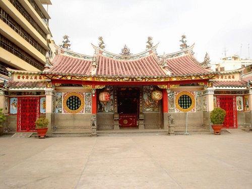 Tam quan tại chùa Ông Bổn