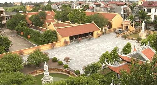 Điểm nhìn toàn cảnh của chùa Hưng Long