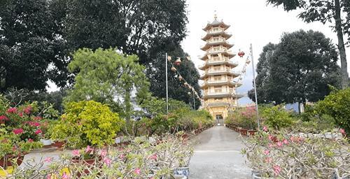 tháp trong chùa Đại Tòng Lâm